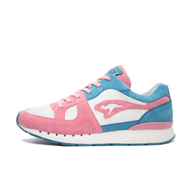 Sneakerholics X KangaROOS Coil-R1 'Bubblegum' zijaanzicht