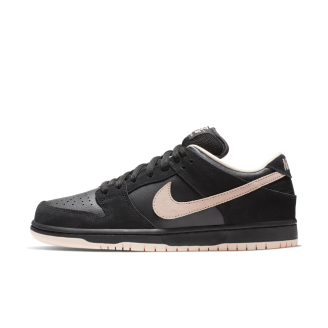 Nike SB Dunk Low 'Washed Coral' zijaanzicht