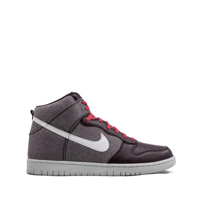 Nike Dunk High zijaanzicht