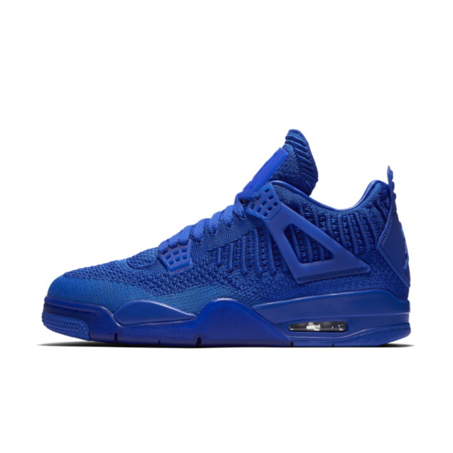 Air Jordan 4 Retro Flyknit 'Royal Blue' zijaanzicht