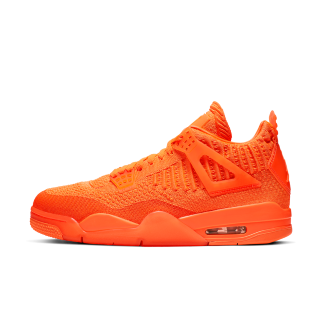 Air Jordan 4 Retro Flyknit 'Total Orange' zijaanzicht