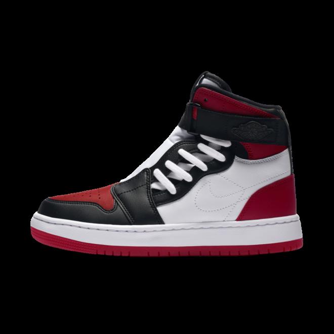Air Jordan 1 WMNS Nova XX 'Bred Toe' zijaanzicht