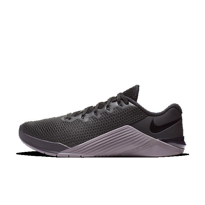 Nike Metcon 5 'Gunsmoke' zijaanzicht