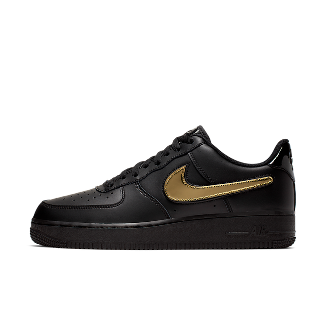 Nike Air Force 1 '07 LV8 3 'Black' zijaanzicht