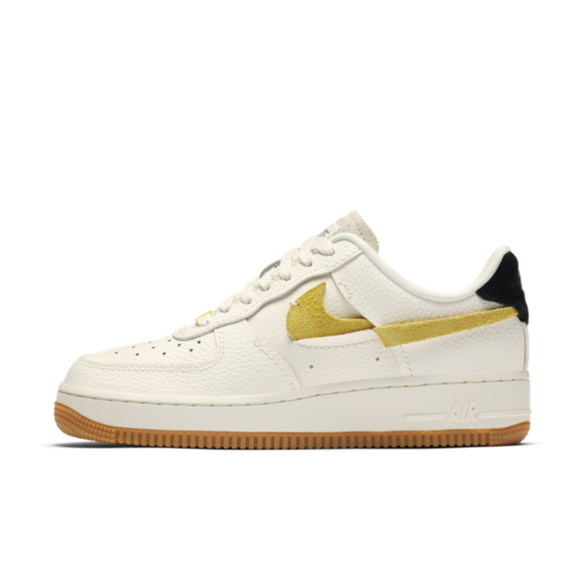 Nike Air Force 1 '07 LX 'Beige' zijaanzicht