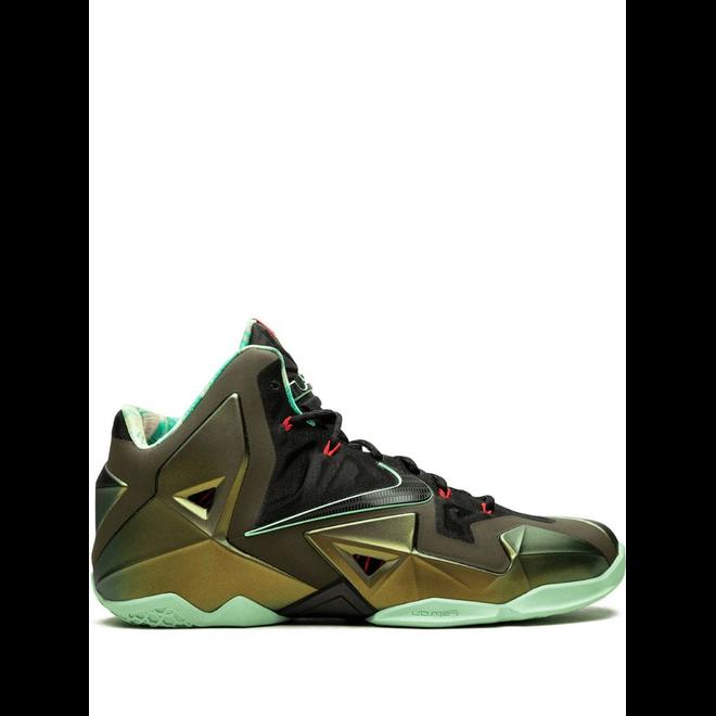 Nike Lebron 13 zijaanzicht