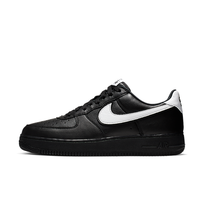 Nike Air Force 1 Low Retro QS 'Black' zijaanzicht