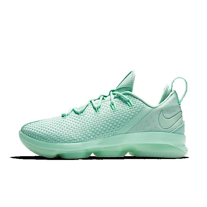 Nike Lebron XIV Low zijaanzicht