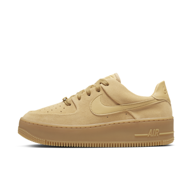 Nike WMNS Air Force 1 Sage Low 'Beige' zijaanzicht