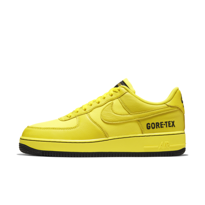 Gore-Tex X Nike Air Force 1 Low 'Dynamic Yellow' zijaanzicht