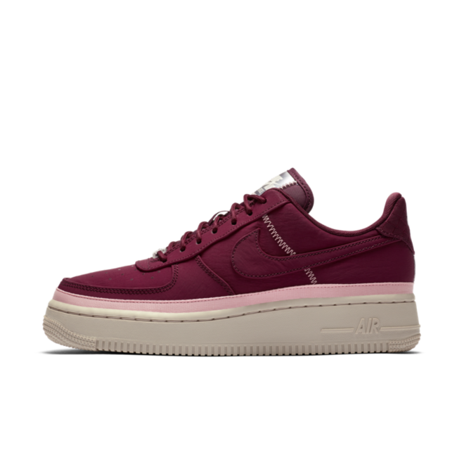 Nike WMNS Air Force 1 '07 SE 'Night Maroon' zijaanzicht