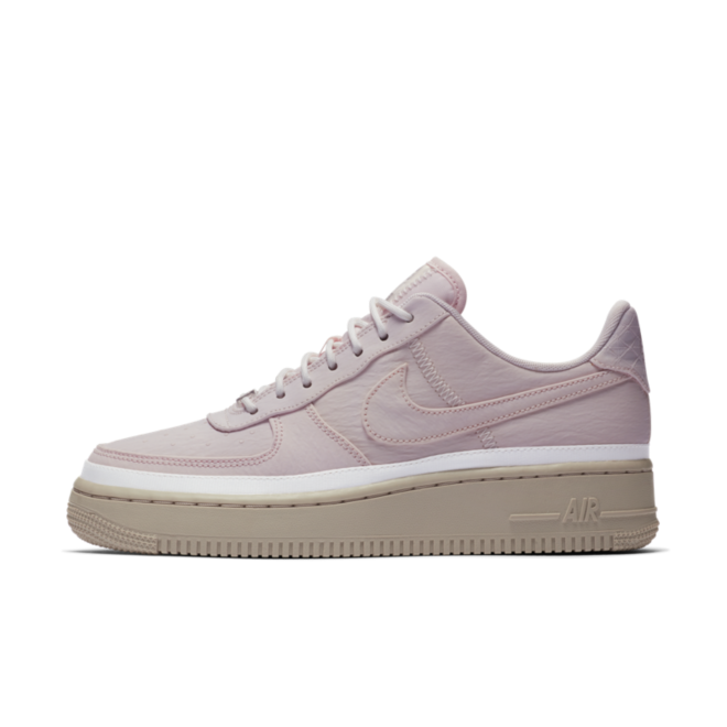 Nike WMNS Air Force 1 '07 SE 'Soft Pink' zijaanzicht
