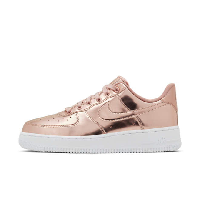 Nike WMNS Air Force 1 SP 'Rosé' zijaanzicht