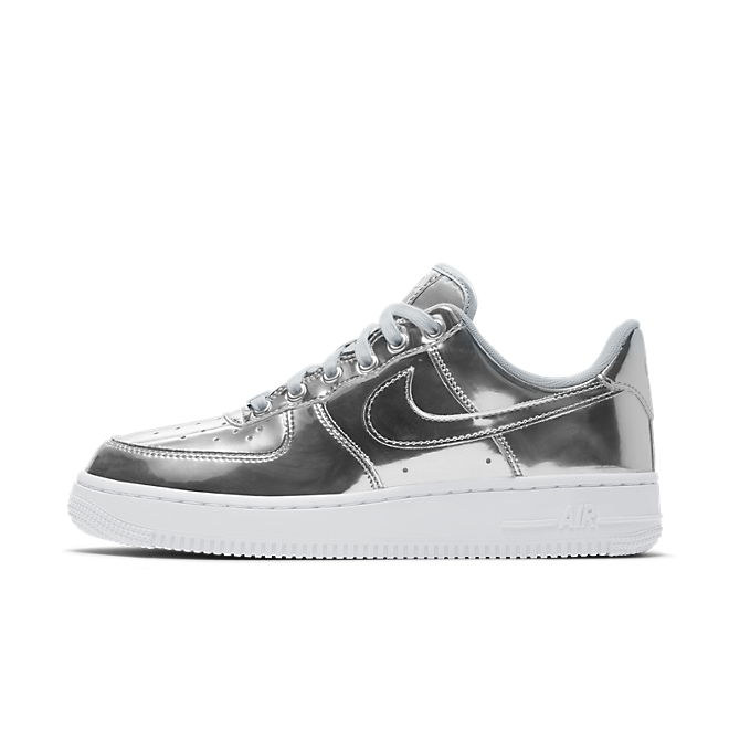 Nike WMNS Air Force 1 SP 'Silver' - Liquid Metal Pack zijaanzicht