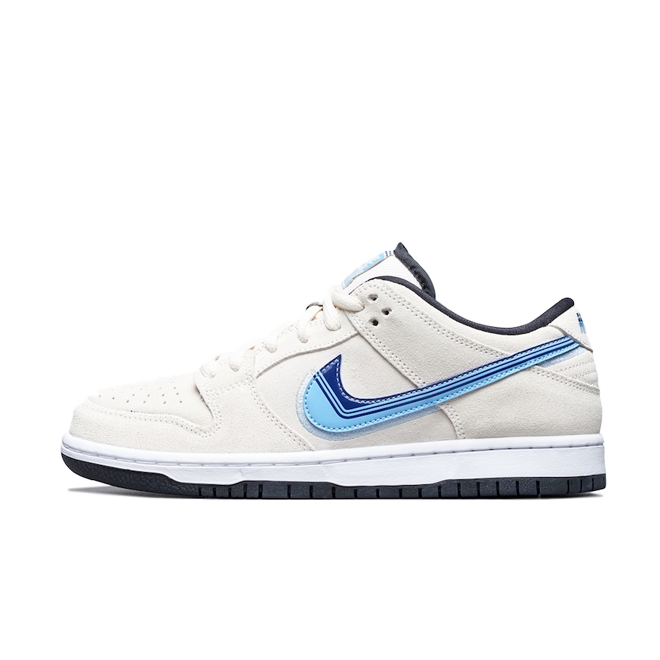 Nike SB Dunk Low 'Truck It' zijaanzicht