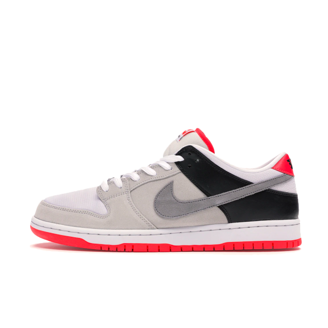 Nike SB Dunk Low ISO 'Infrared' zijaanzicht