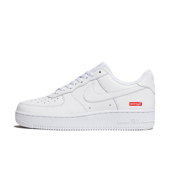 Supreme X Nike Air Force 1 'White' zijaanzicht