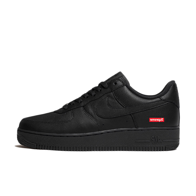Supreme X Nike Air Force 1 'Black' zijaanzicht