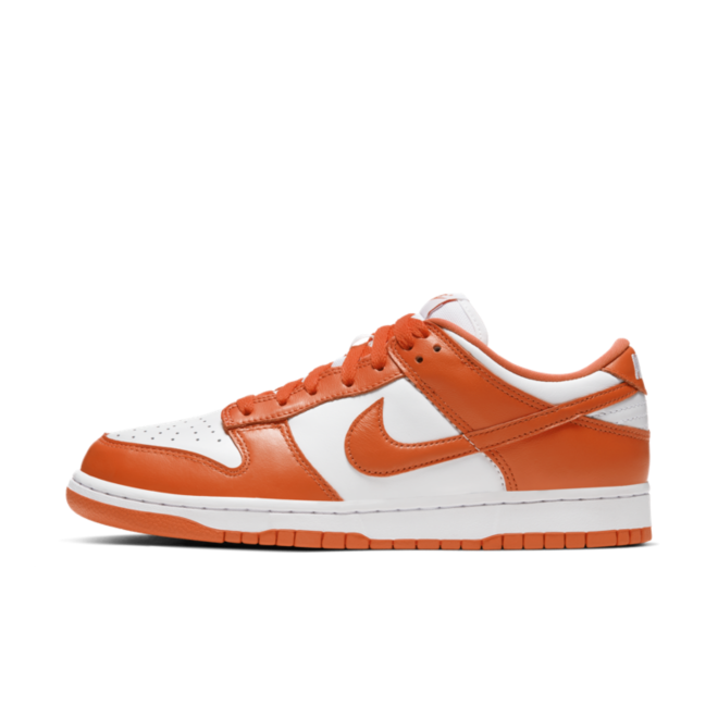 Nike Dunk Low SP 'Syracuse' zijaanzicht