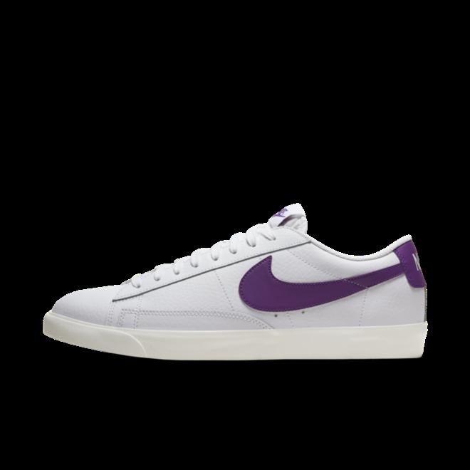Nike Blazer Low Leather 'Purple Swoosh' zijaanzicht