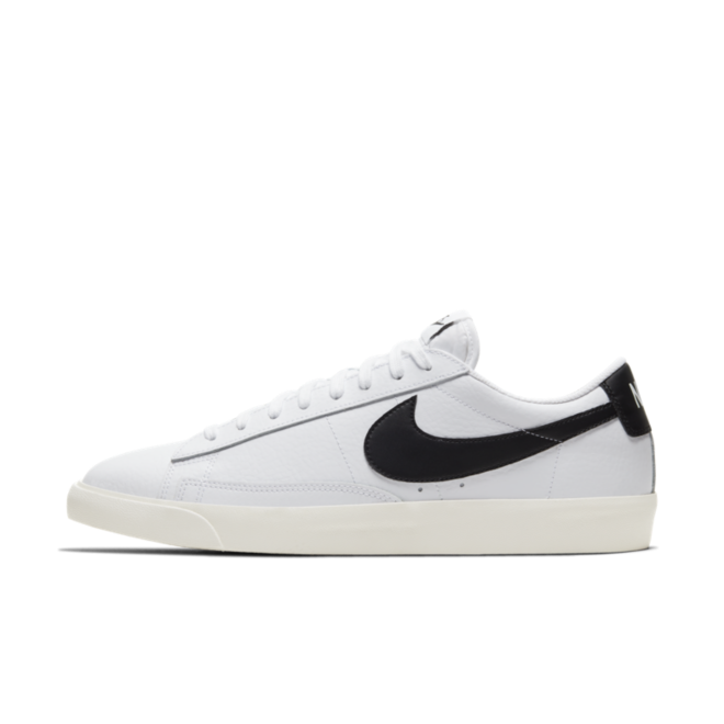 Nike Blazer Low Leather 'Black Swoosh' zijaanzicht