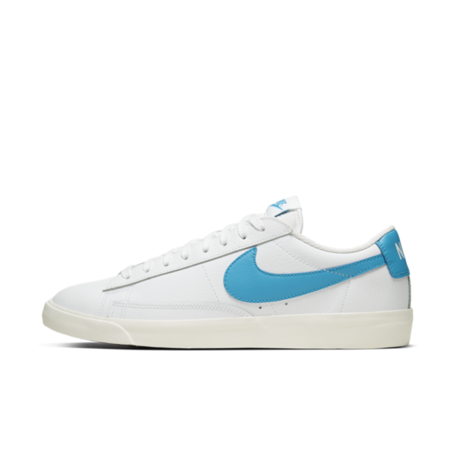 Nike Blazer Low Leather 'Blue Swoosh' zijaanzicht