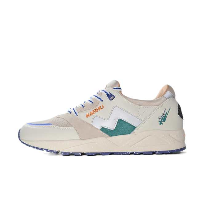 Karhu Aria 95 'Month of the Pearl' zijaanzicht