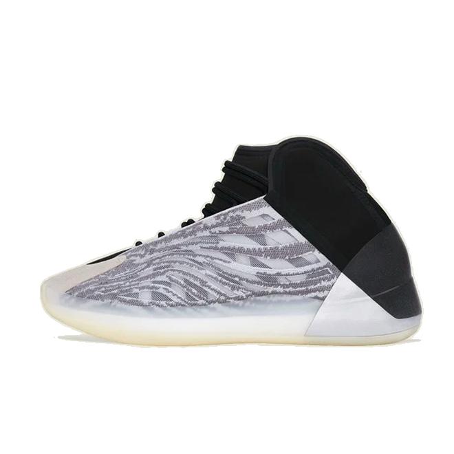 adidas Yeezy QNTM 'Quantum' - Lifestyle model zijaanzicht