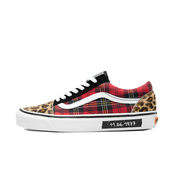 Size? X Vans Old Skool 'English Invasion' VN0A38G203X