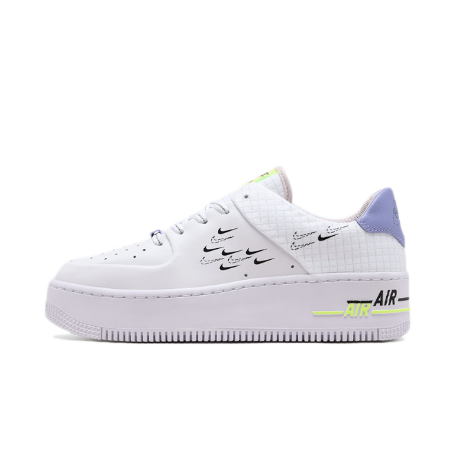 Nike Air Force 1 Sage 'Easter' zijaanzicht