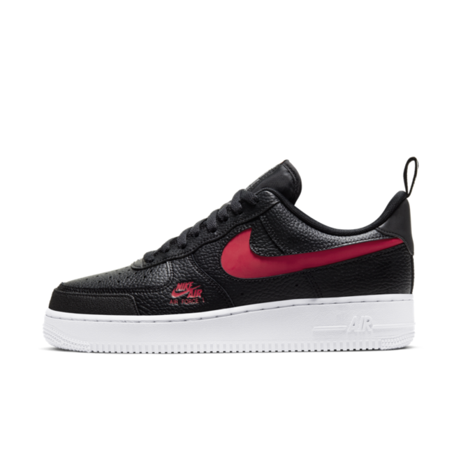 Nike Air Force 1 LV8 'Black' zijaanzicht