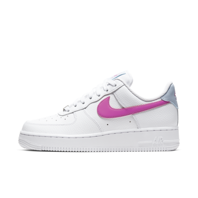 Nike Air Force 1 '07 'White/Fire Pink' zijaanzicht