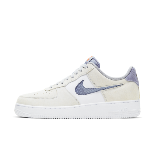Nike Air Force 1 Low 'Pure Platinum' zijaanzicht