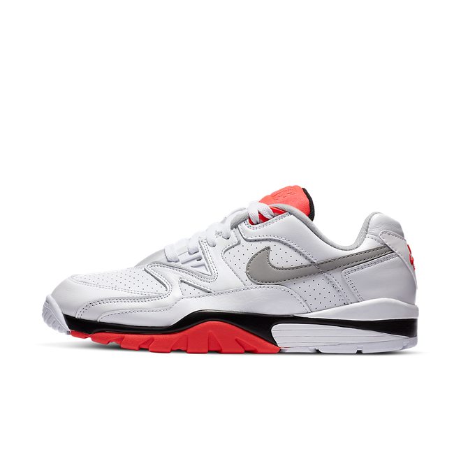 Nike Cross Trainer 3 Low 'Infrared' zijaanzicht