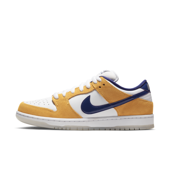 Nike SB Dunk Low 'Laser Orange' **Nike app release** zijaanzicht