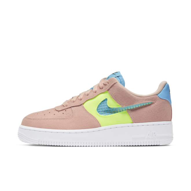 Nike WMNS Air Force 1 '07 SE 'Washed Coral' zijaanzicht