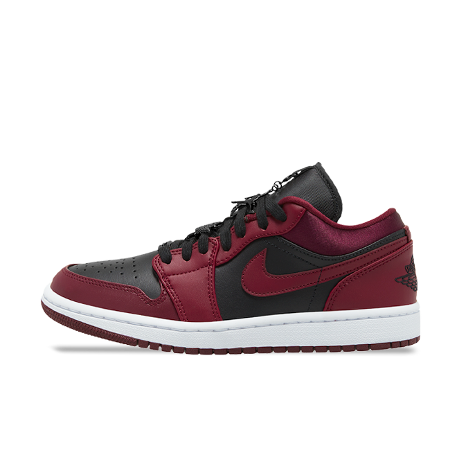 Air Jordan 1 Low 'Black/Red' zijaanzicht