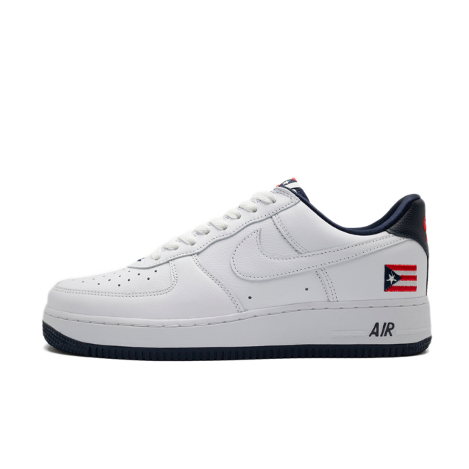 Nike Air Force 1 Low QS 'Puerto Rico' zijaanzicht