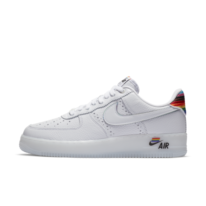 Nike Air Force 1 'Be True 2020' zijaanzicht