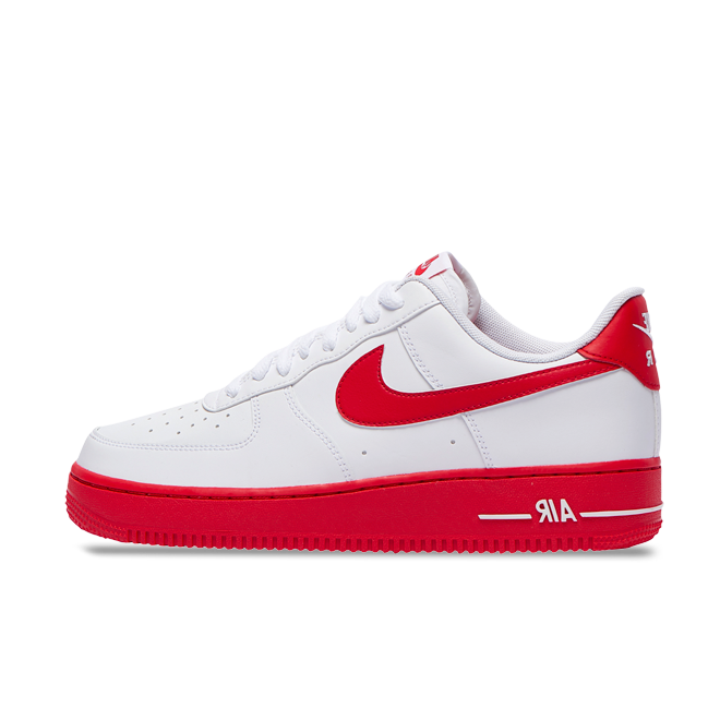 Nike Air Force 1 'University Red' zijaanzicht