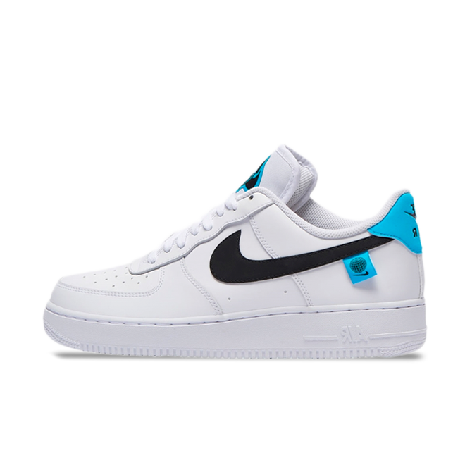 Nike Air Force 1 '07 'World Wide' zijaanzicht