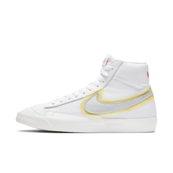 Nike Blazer Mid '77 'Highlighted Swoosh' zijaanzicht