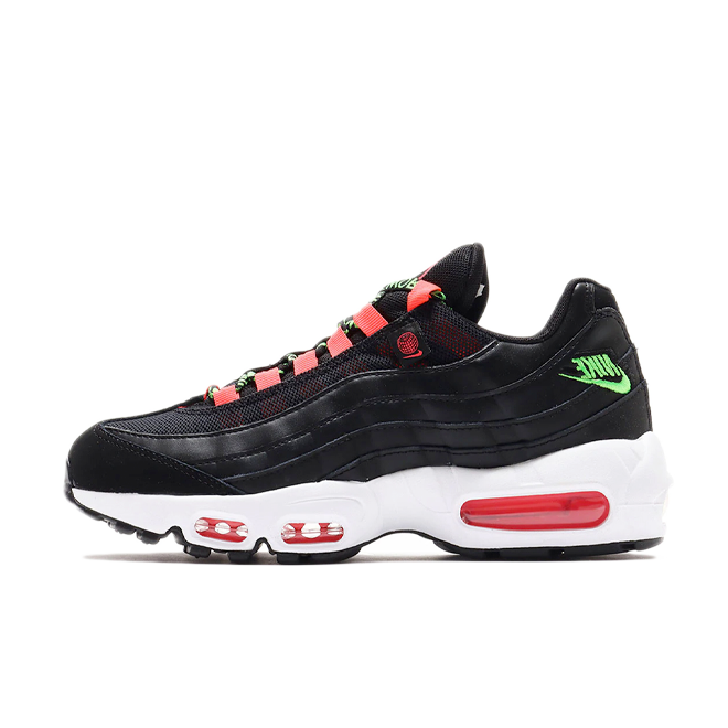 Nike Air Max 95 'Worldwide Pack' - Black zijaanzicht