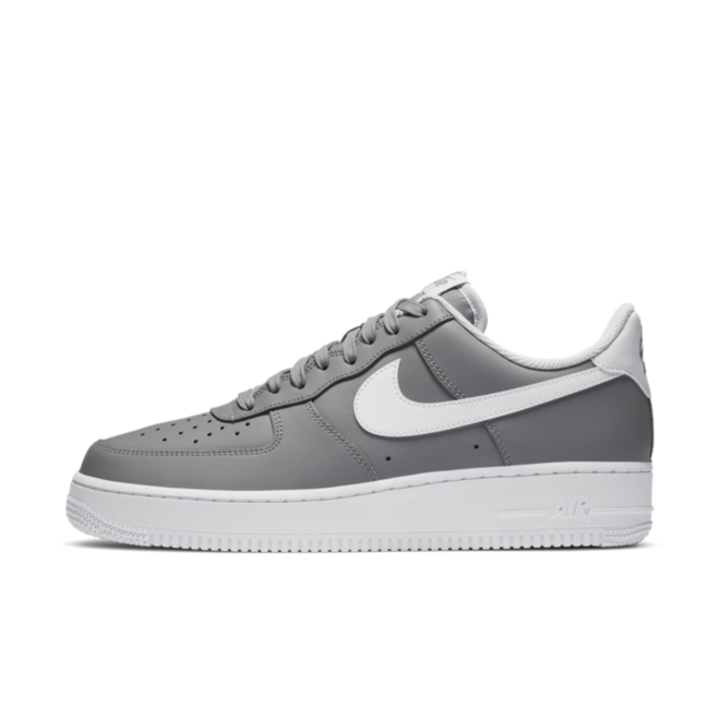 Nike Air Force 1 'Wolf Grey' zijaanzicht