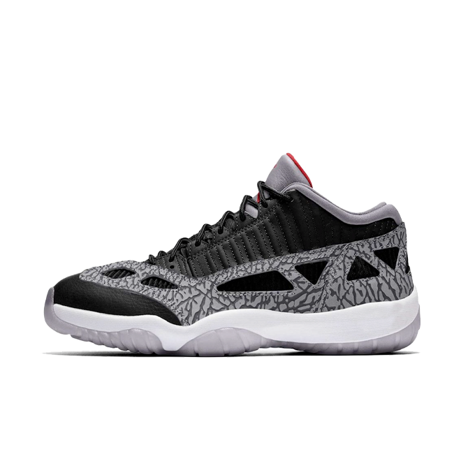 Air Jordan 11 Low IE 'Black Cement' zijaanzicht