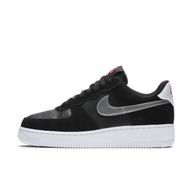 Nike Air Force 1 '07 Low 'Black' zijaanzicht