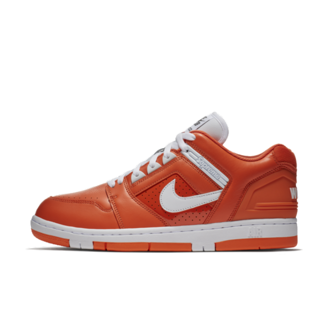 "Nike SB x Supreme Air Force 2 Low ""Orange"" zijaanzicht"