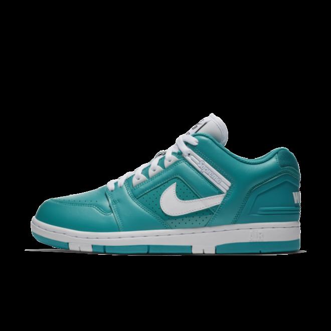 "Nike SB x Supreme Air Force 2 Low ""Blue"" zijaanzicht"