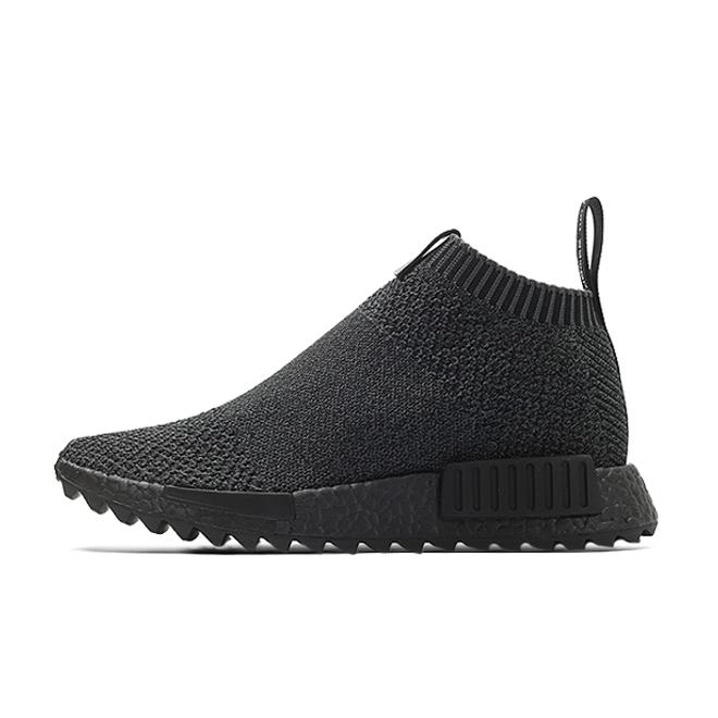 "adidas x The Good Will Out - Consortium CS1 ""Triple Black"" zijaanzicht"