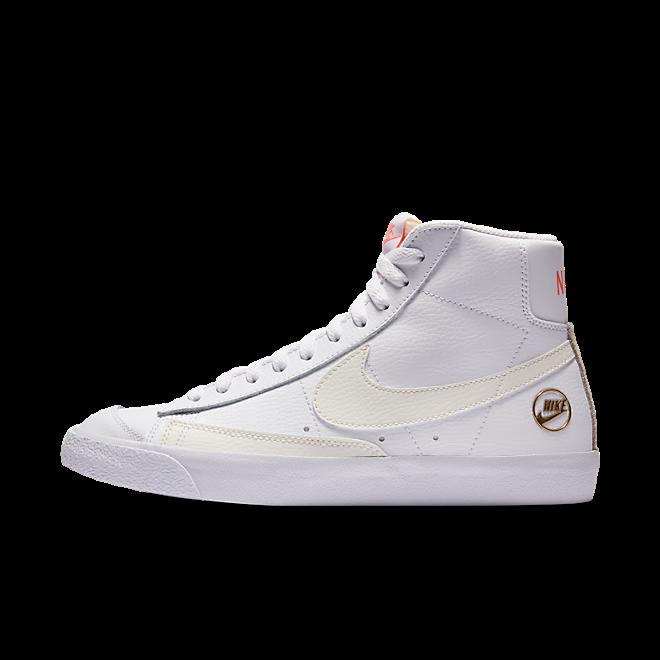 Nike Blazer Mid 'White/Gold' zijaanzicht